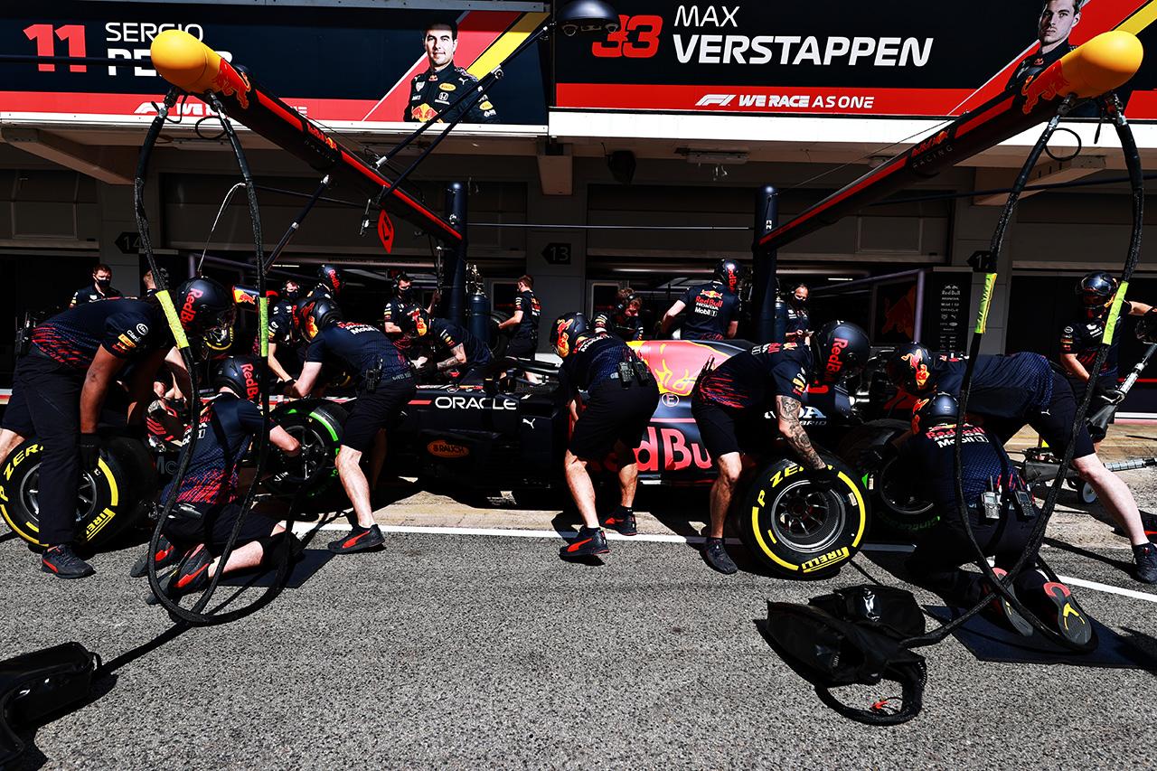 レッドブル・ホンダF1 「ペースは見た目よりもはるかに悪い」 / F1スペインGP 金曜フリー走行