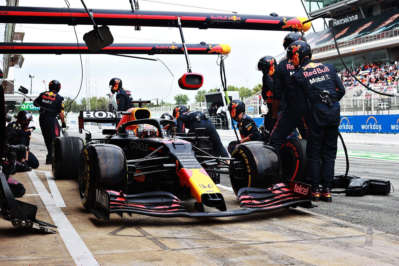 レッドブルF1代表 「フェルスタッペン判断のピットインで反応が遅れた」 / F1スペインGP 決勝