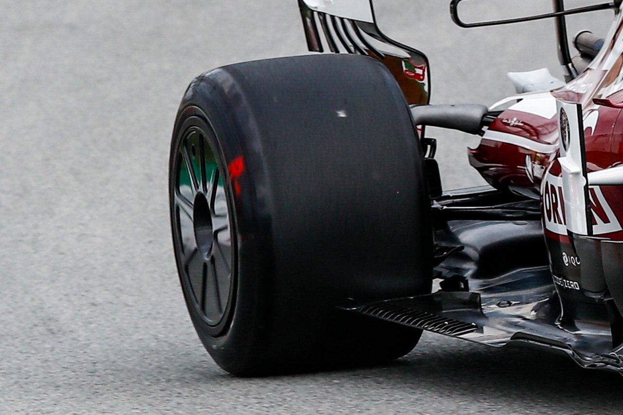 F1 エアロホイールカバー