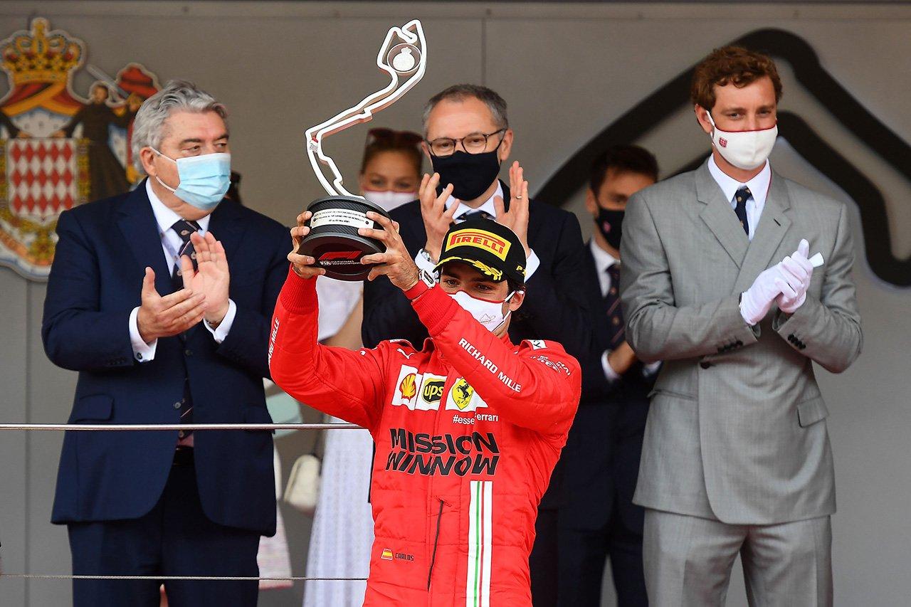 「カルロス・サインツはフェラーリF1のナンバー1の座を引き継ぐ」とイタリアメディア