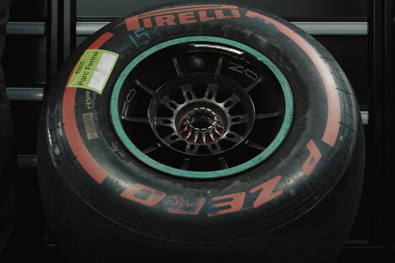 メルセデスF1、バルテリ・ボッタスのマシンからホイールの取り外しに成功
