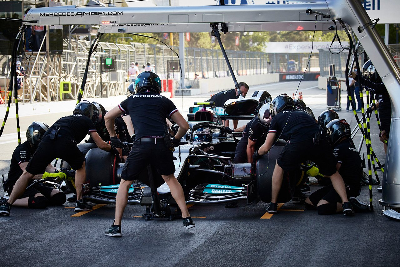 メルセデスF1、初日を終えて危機感「重要な何かを見つける必要がある」 / F1アゼルバイジャンGP 金曜フリー走行