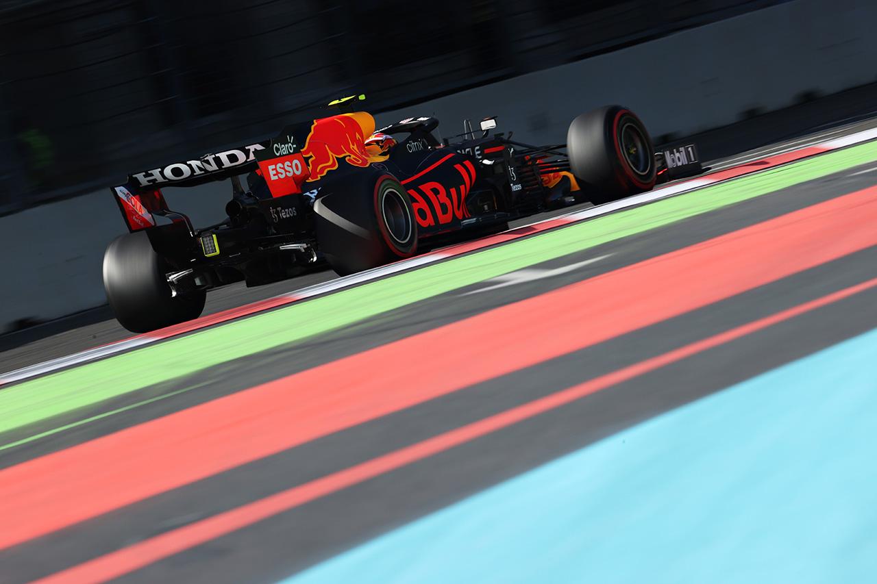 """F1:レッドブル vs メルセデス、""""曲がる""""ウイングについてお互い引かず"""