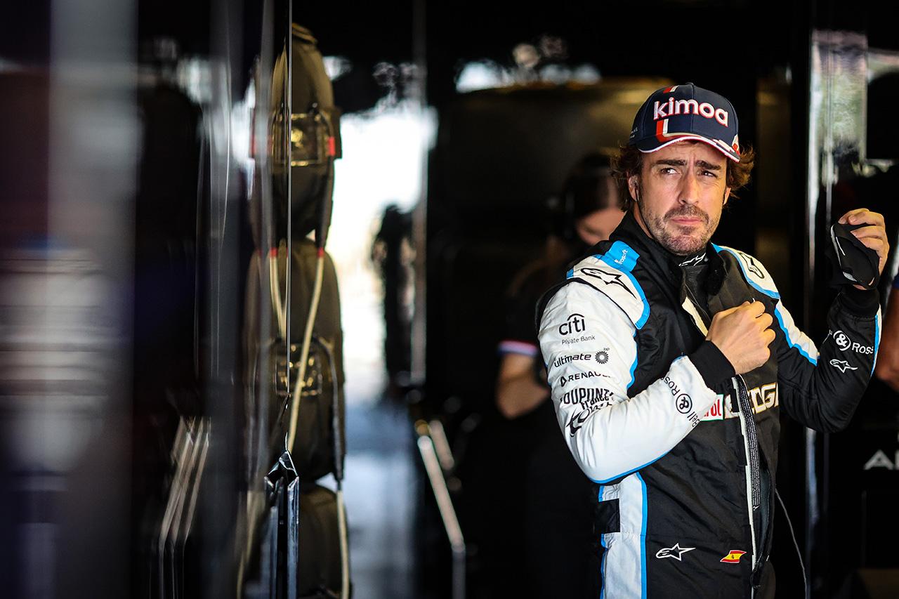 フェルナンド・アロンソ 「新品タイヤを装着するたびに赤旗が出た」 / アルピーヌ F1アゼルバイジャンGP 予選