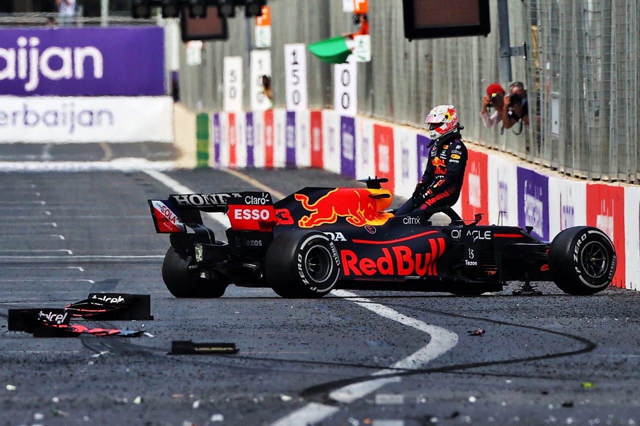 マックス・フェルスタッペン、無念のリタイアも「ペレスの笑顔が見れてうれしい」 / レッドブル・ホンダ F1アゼルバイジャンGP 決勝
