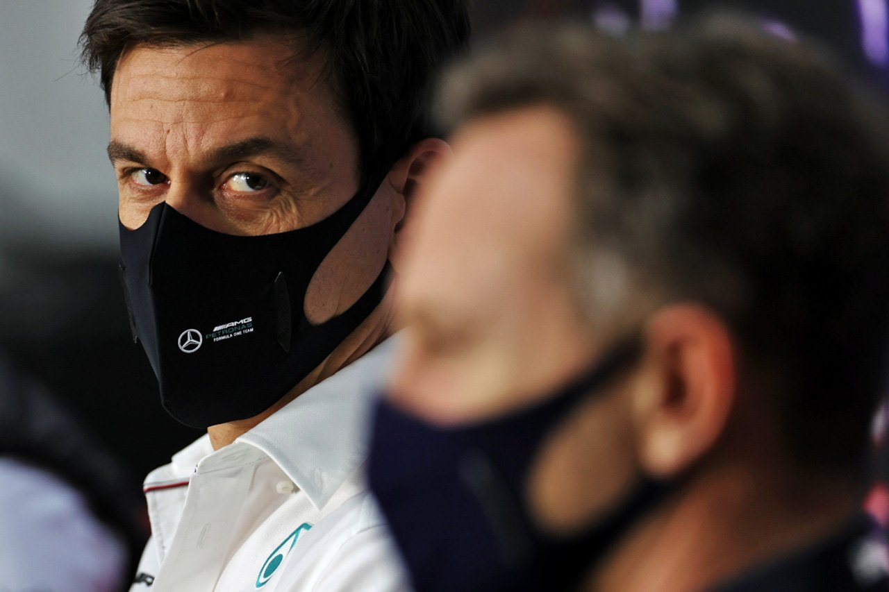 FIA会長 「メルセデスとレッドブルのF1マシンを巡る舌戦は不要」