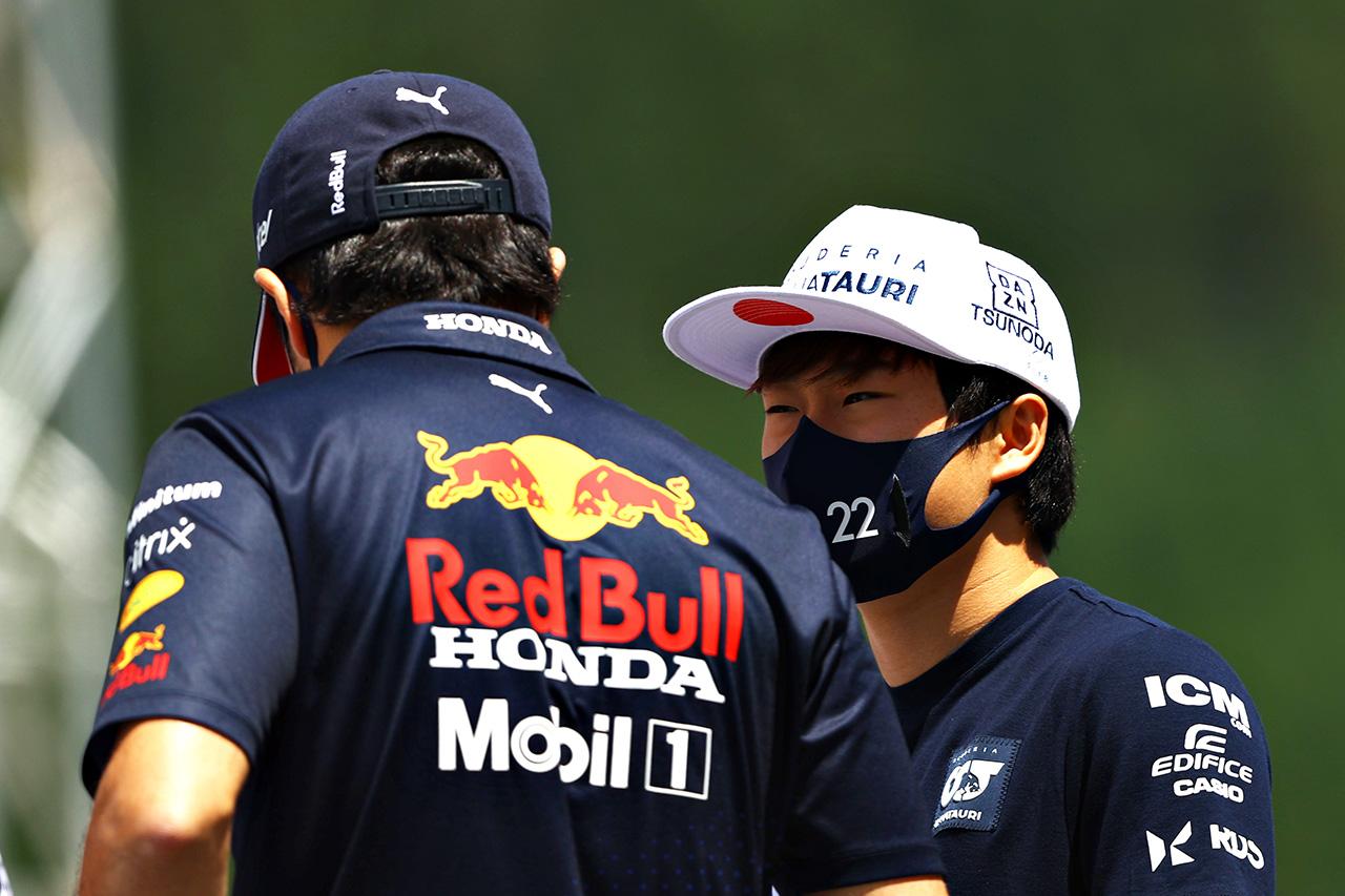 アルファタウリ・ホンダF1の角田裕毅 「セルジオ・ペレスは悪い週末の後に励ましてくれる」