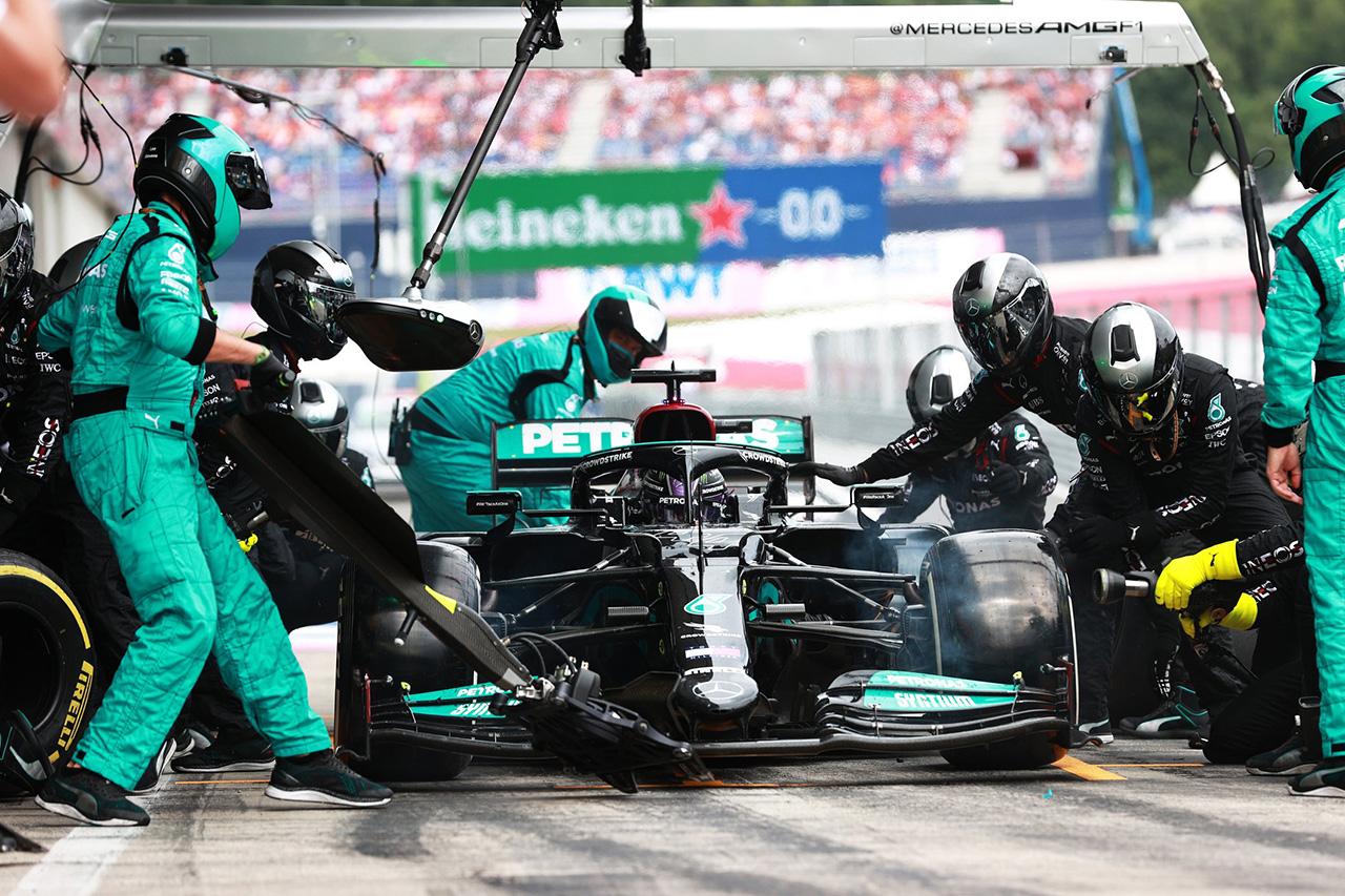 ルイス・ハミルトン、縁石でボディワークを損傷して0.5秒以上のロス / F1オーストリアGP 決勝