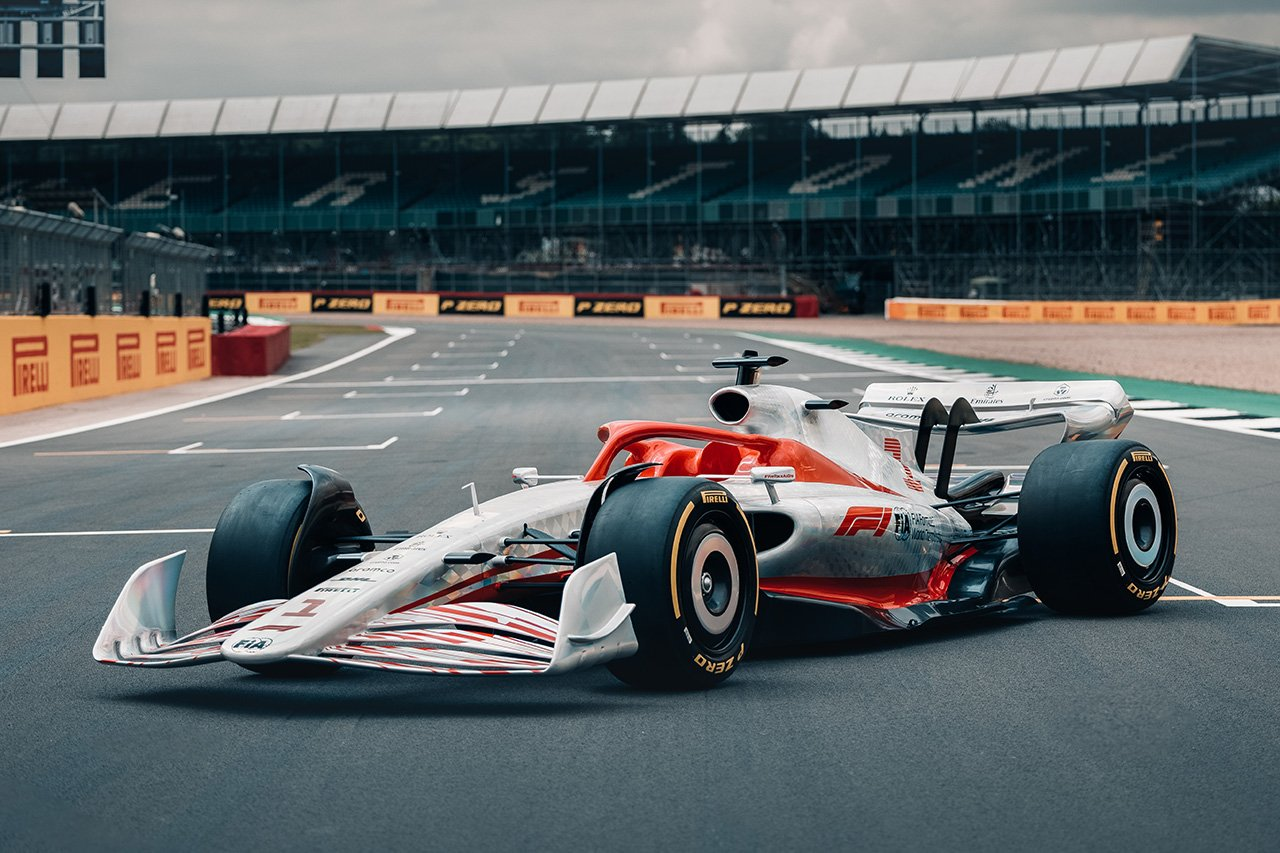 F1、2022年導入の次世代マシンを披露 「史上最も未来的なレースカー」