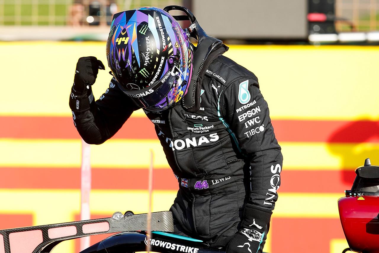 "F1イギリスGP 予選:母国ルイス・ハミルトンが""トップタイム""を記録。フェルスタッペンは0.075秒差で2番手"