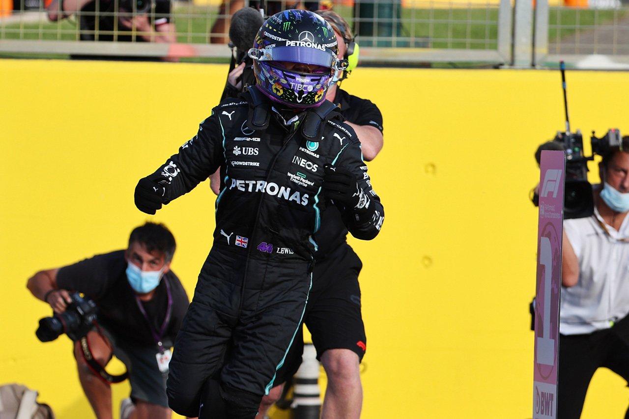1番グリッド獲得のルイス・ハミルトン、FP1前にシミュレーターで作業 / F1イギリスGP 予選