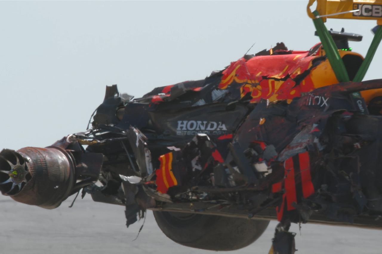 マックス・フェルスタッペン、51Gの衝撃クラッシュ。検査のため病院へ / F1イギリスGP 決勝