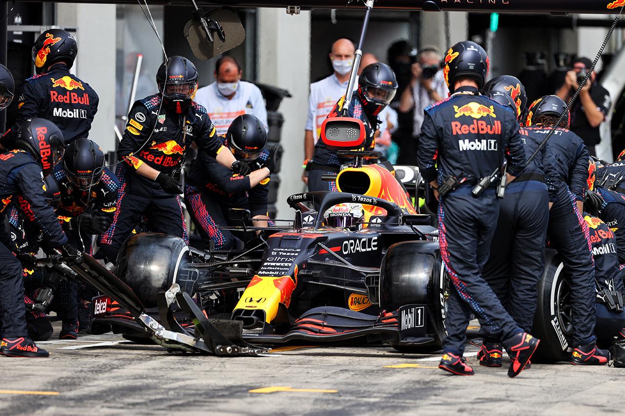 "F1:ピットストップの""自動機能禁止""技術指令を一部変更&導入延期"