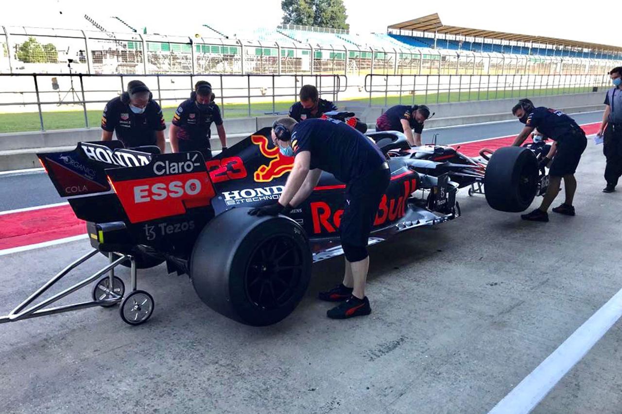 レッドブル・ホンダF1を含めた3チームが18インチタイヤのテストを完了