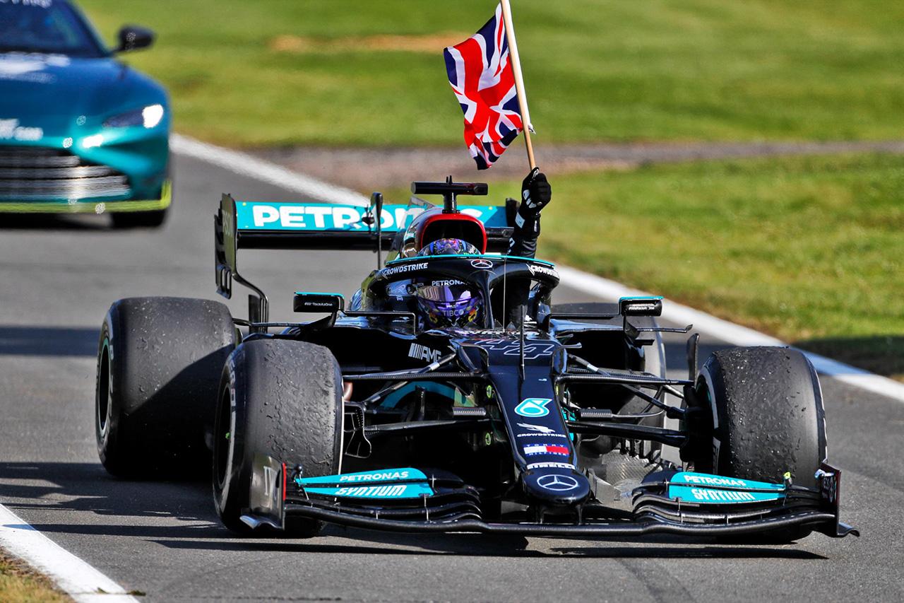 """メルセデスF1のルイス・ハミルトン 「勝利を祝ったことが""""無礼""""だったとは思わない」"""