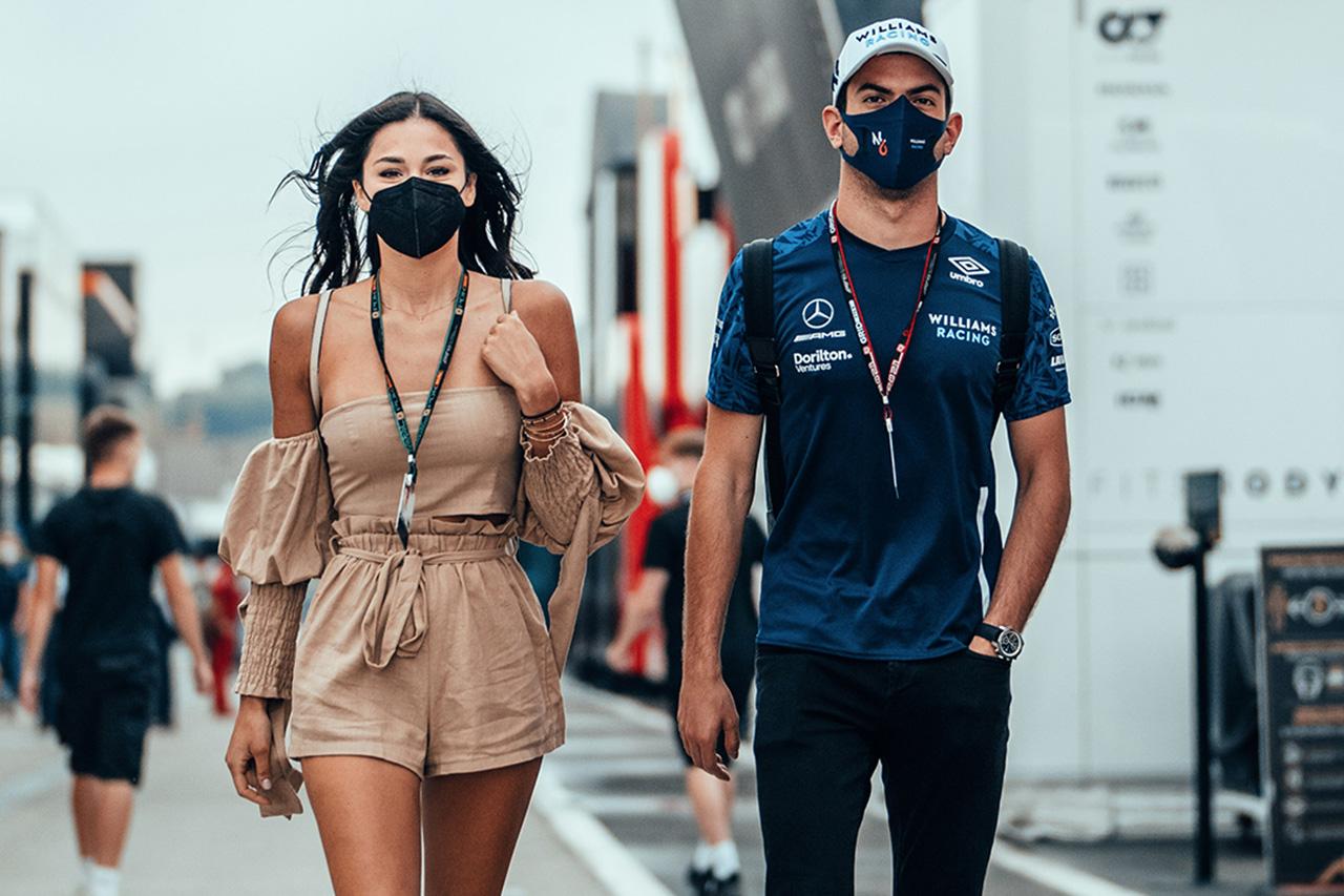 ニコラス・ラティフィ、美人ガールフレンドをF1ハンガリーGPに同伴
