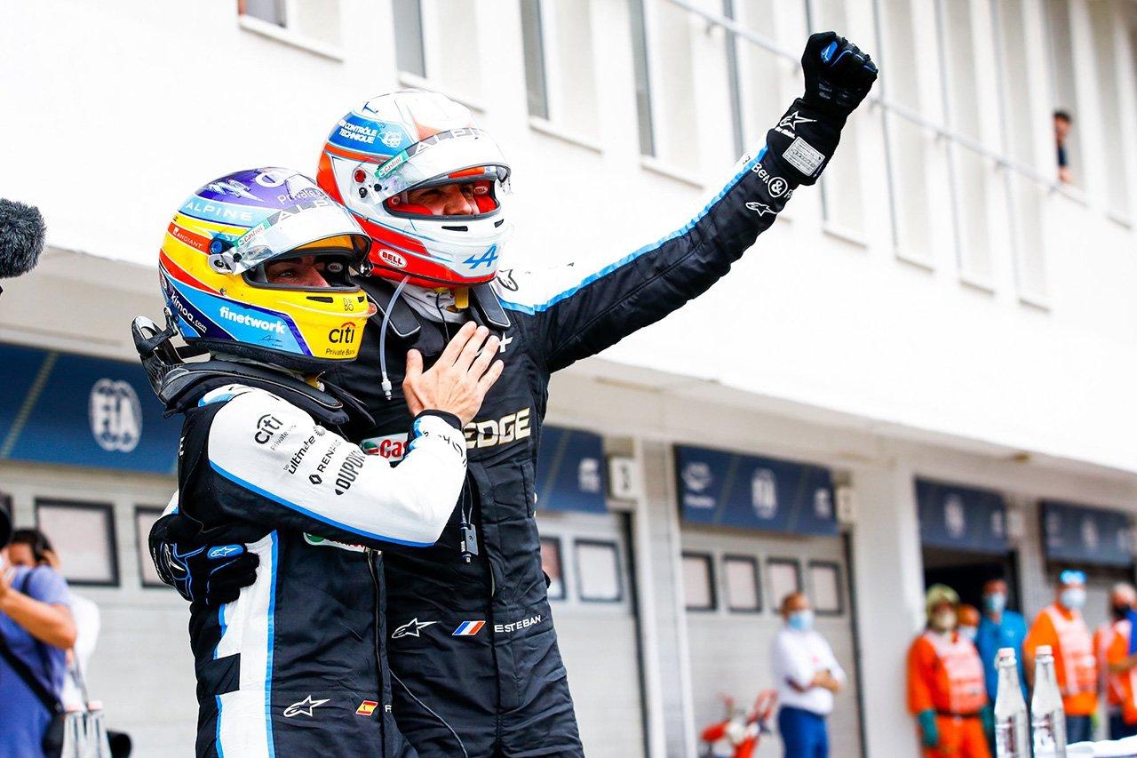 F1初優勝のエステバン・オコンエステバン・オコン 「アロンソの驚異的なチームワークに感謝」 / アルピーヌ F1ハンガリーGP 決勝