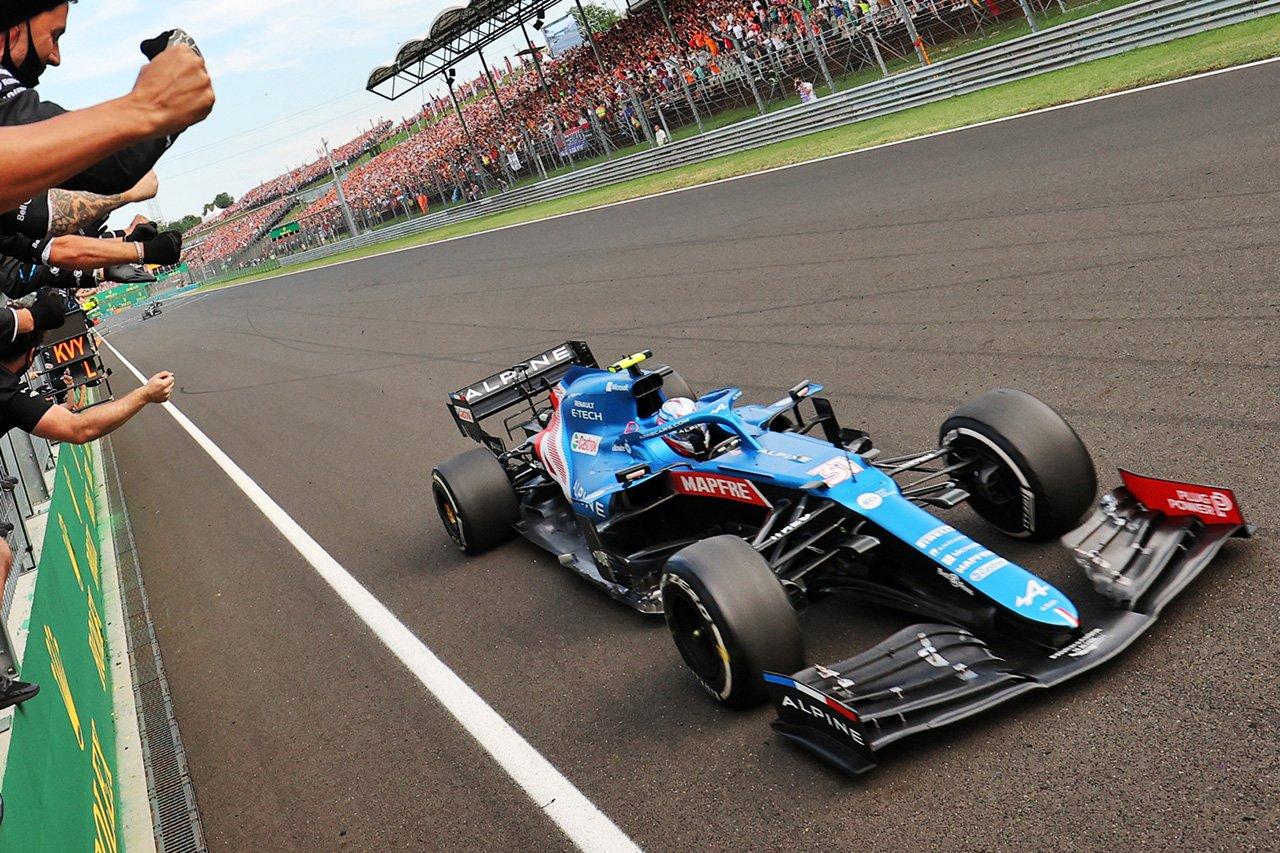 F1初優勝のエステバン・オコン 「優勝争いよりも中団バトルの方がはるかに厳しい」