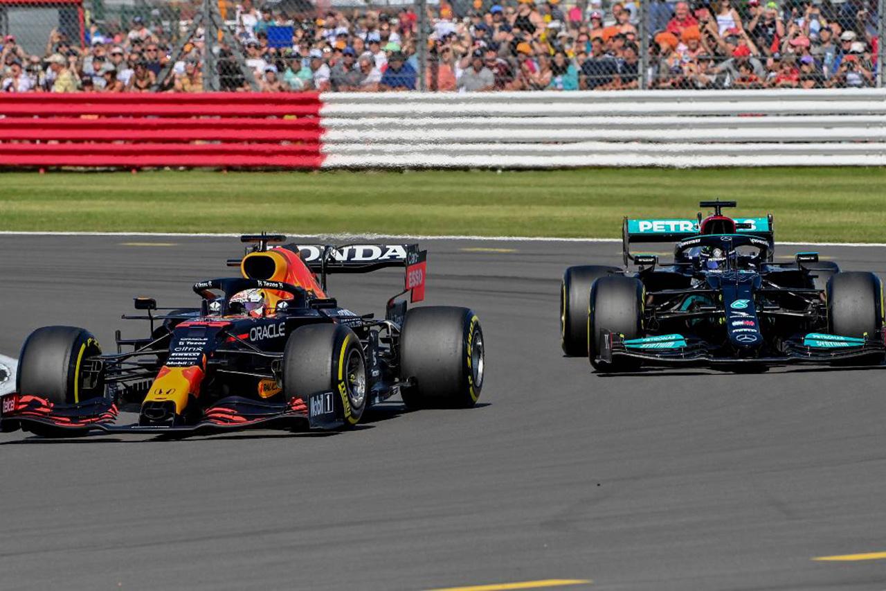 F1:メルセデスとレッドブル、FIAのピットストップ機器の標準化を阻止