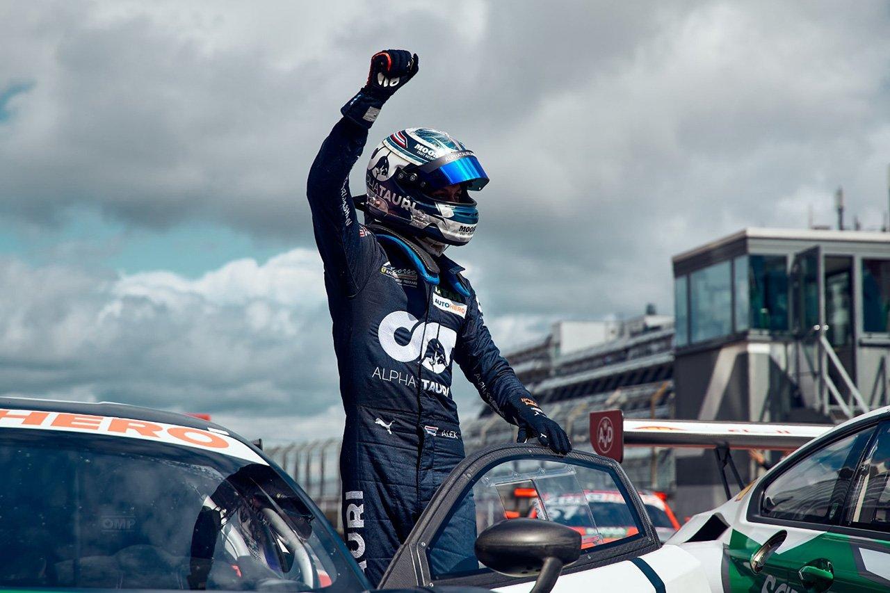 アレクサンダー・アルボン、ニュルブルクリンクのレース2でDTM初勝利