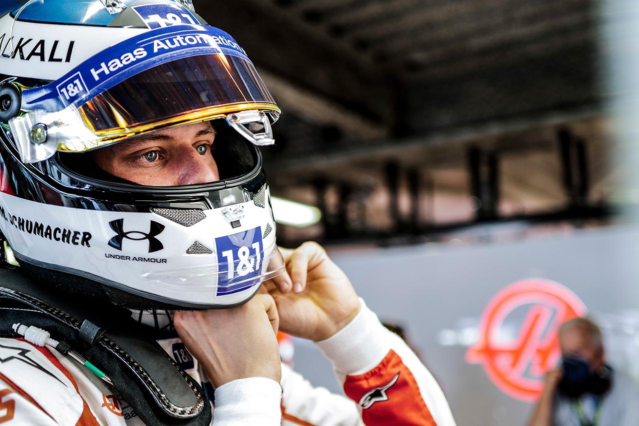 ハースF1代表 「発表が遅れたのはシューマッハとフェラーリの契約問題」
