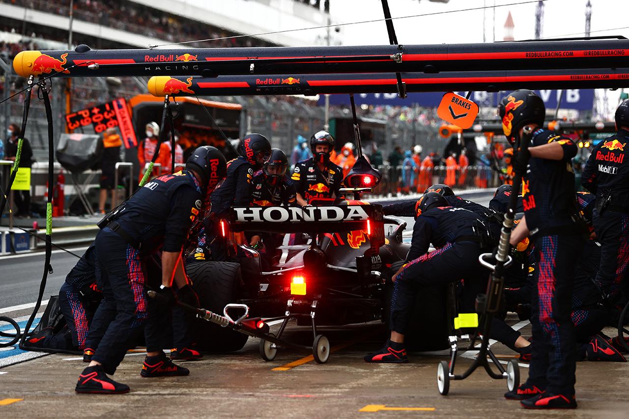レッドブル・ホンダF1、ペレスの8.9秒のピットストップの原因を説明 / F1ロシアGP 決勝