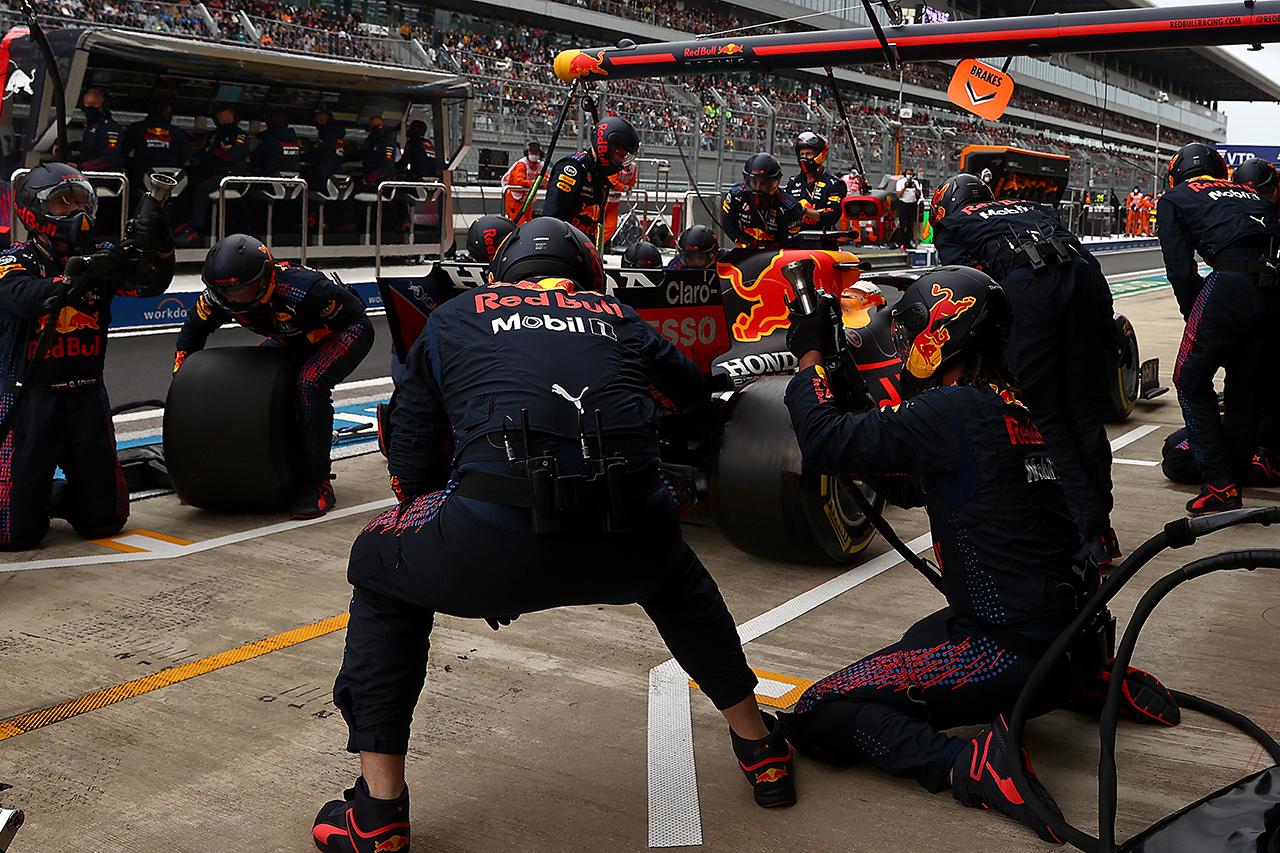 マックス・フェルスタッペン 「雨に苦戦して無線ボタンを押せなかった」 F1ロシアGP 決勝