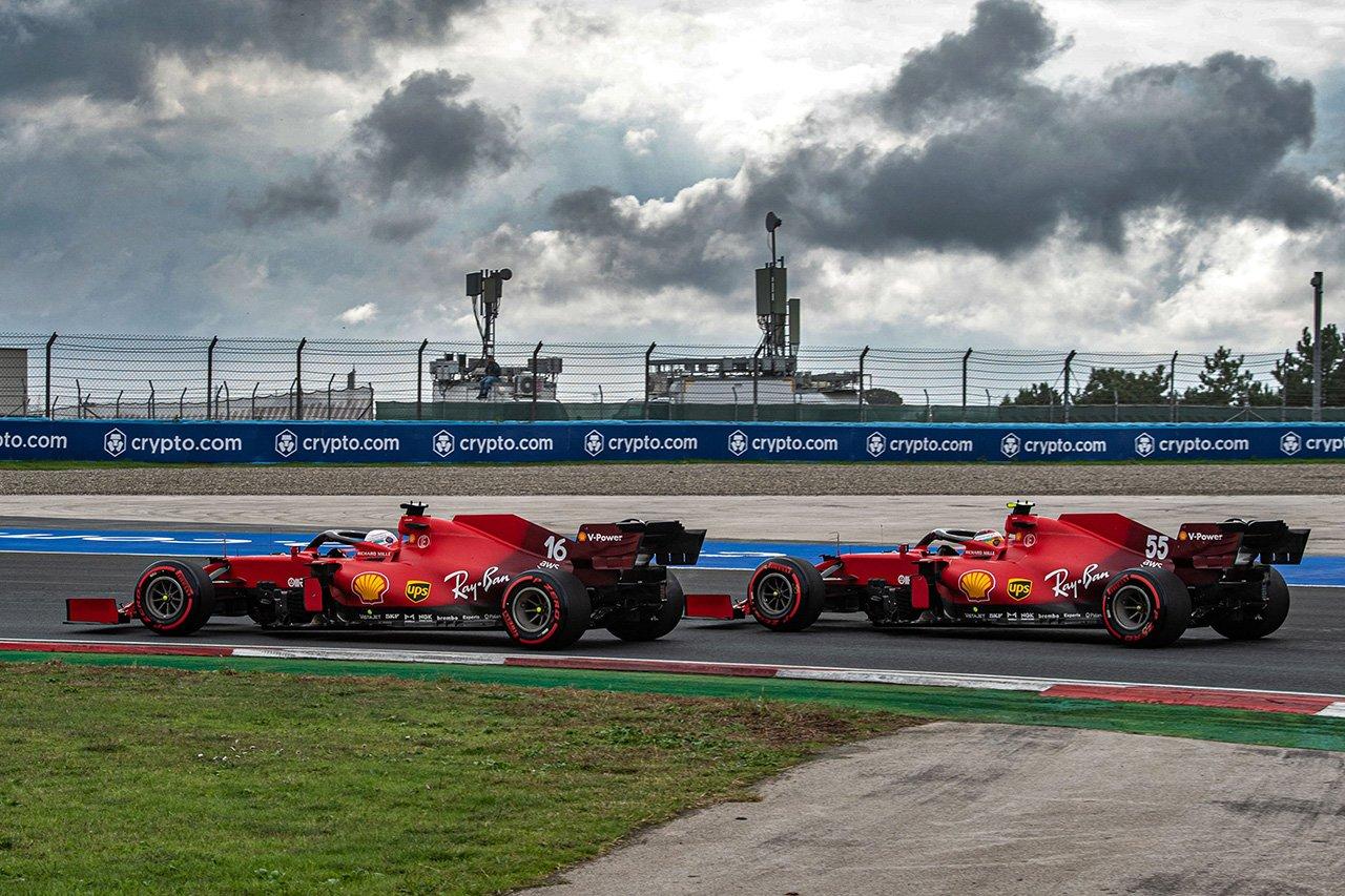 フェラーリF1のカルロス・サインツ、スリップストリームを与えてルクレールに援護射撃 / F1トルコGP 予選
