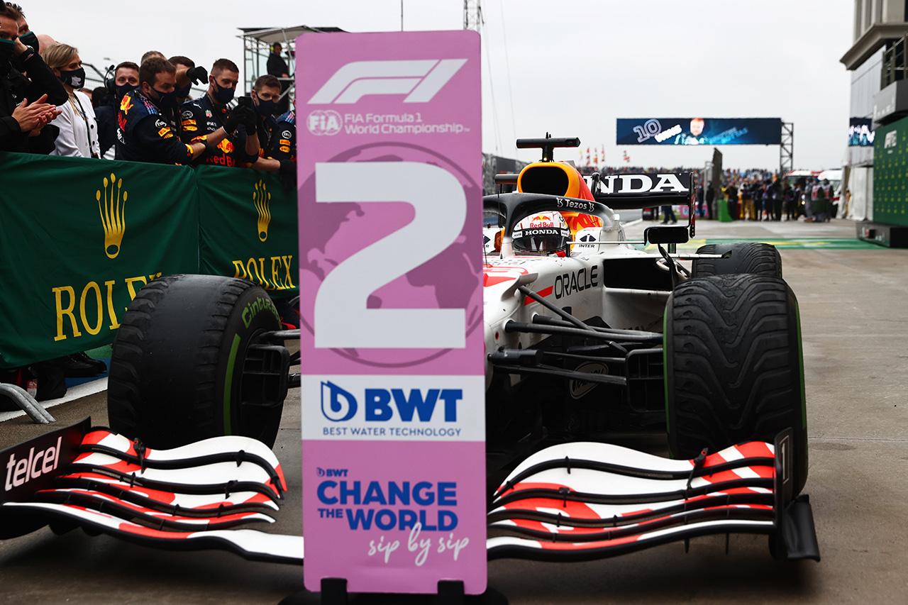 レッドブルは今後フェルスタッペンに勝てるマシンを提供できるのか? 元F1ドライバーのマーク・ウェバーが懸念