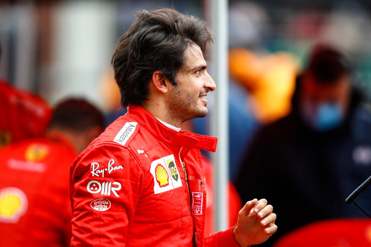 フェラーリF1のカルロス・サインツ 「寝起きにパジャマのまま契約書にサインした」