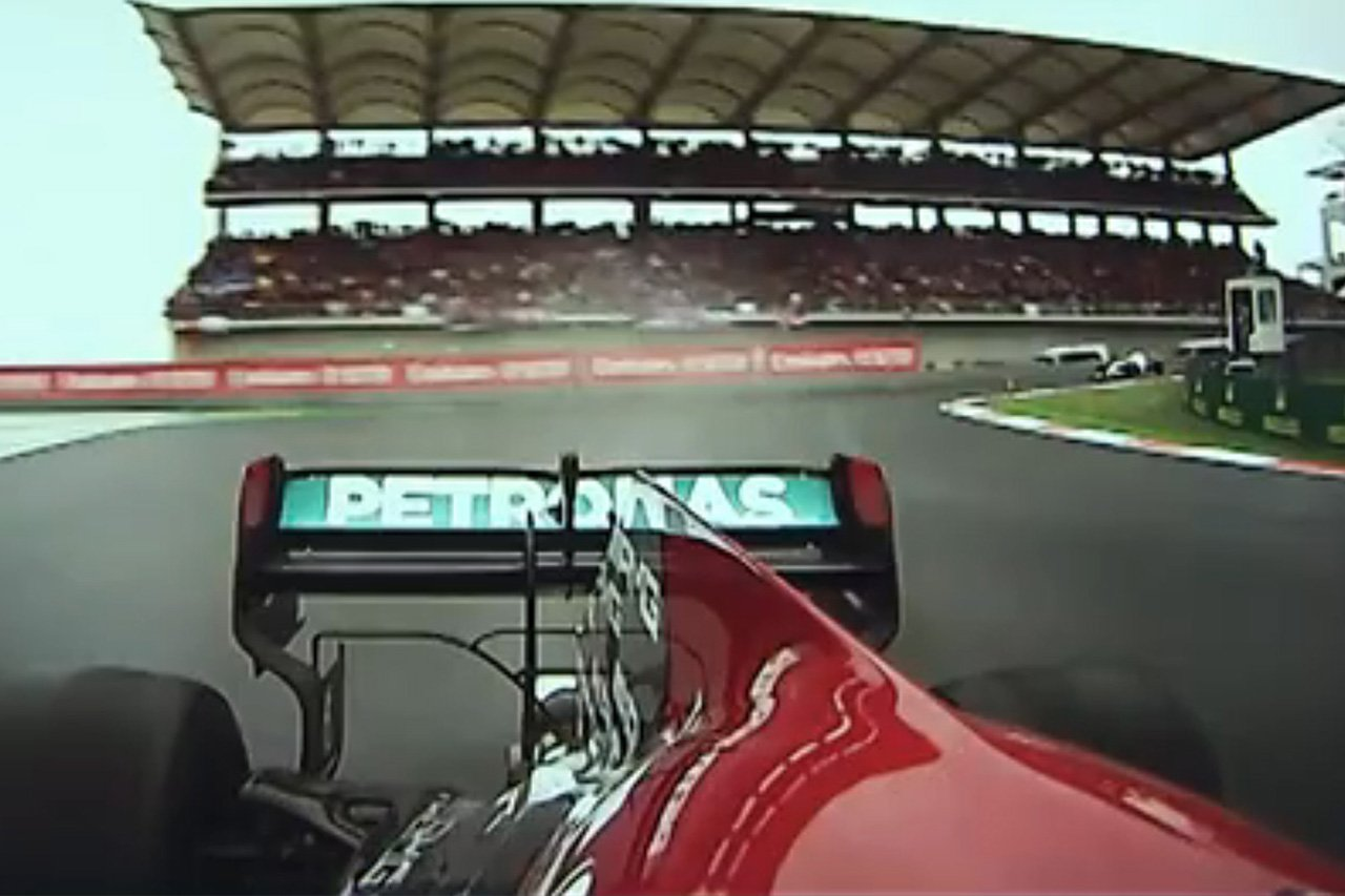 【動画】 ストレートでリアの車高が下がるメルセデスのF1マシン